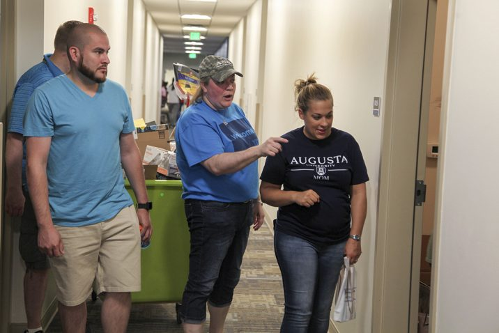 students moving in their dorms