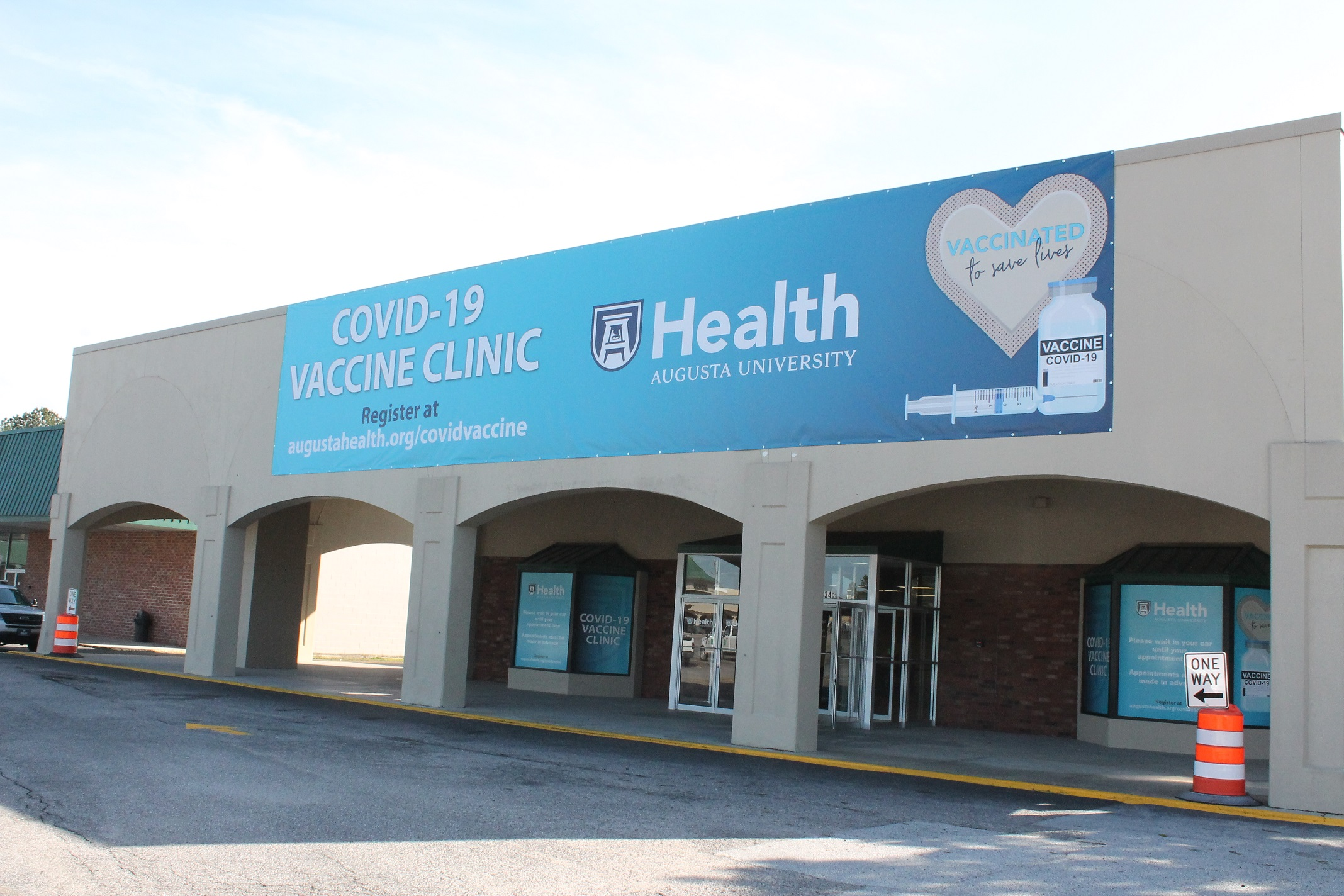 In Photos: New COVID-19 vaccine clinic opens at Washington Square