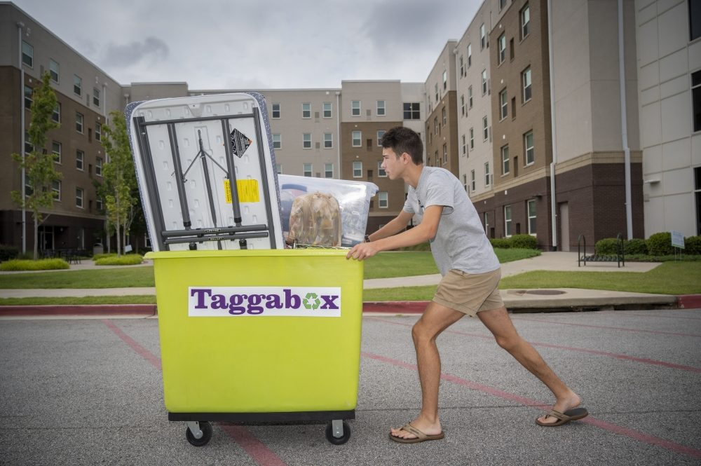 As the start of the fall semester fast approaches, Augusta University freshman Grant Crabtree hauls his belongings up to his room during move-in day at the Oak Hall dormitory on the Augusta University Health Sciences campus. Fall semester classes begin next Wednesday.    8/3/21 10:42:21 AM  Photo by Michael Holahan/Augusta University  Job #417774